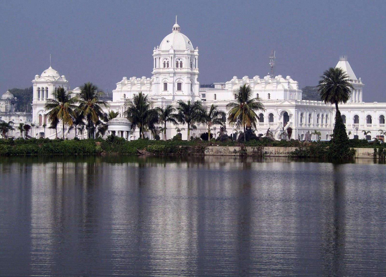 ইন্ডিয়াতে কম খরচে শপিং রাজ্য আগরতলা